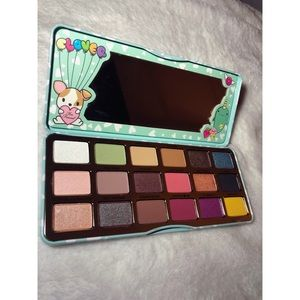 NWOT Too Faced Clover Eye Shadow Palette